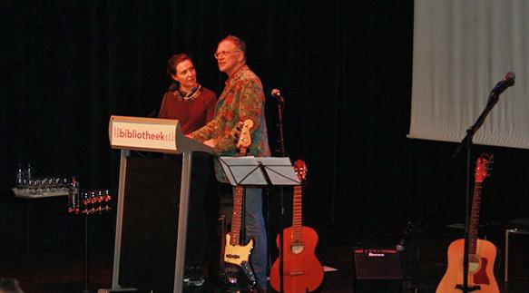 Gastdichter Ellen Deckwitz en presentator Jos van Hest