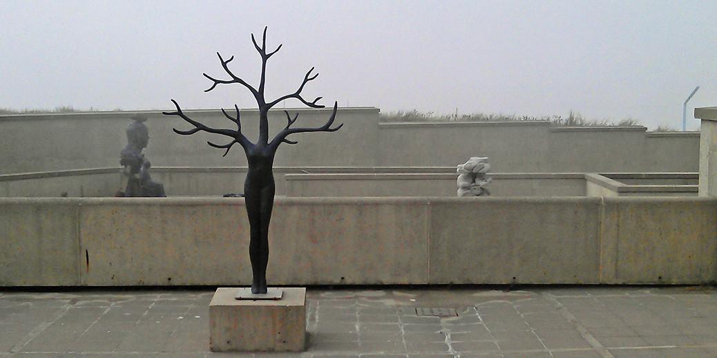 'Daphne' op de patio van Beelden aan Zee